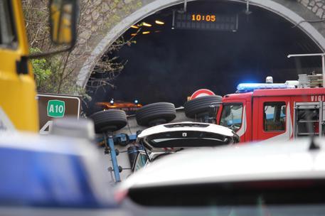 Drammatico incidente in Liguria: tir sbanda e travolge 7 persone