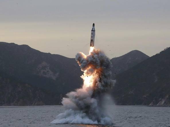Segnali inquietanti: Corea del Nord lancia missile nel Mar di Giappone