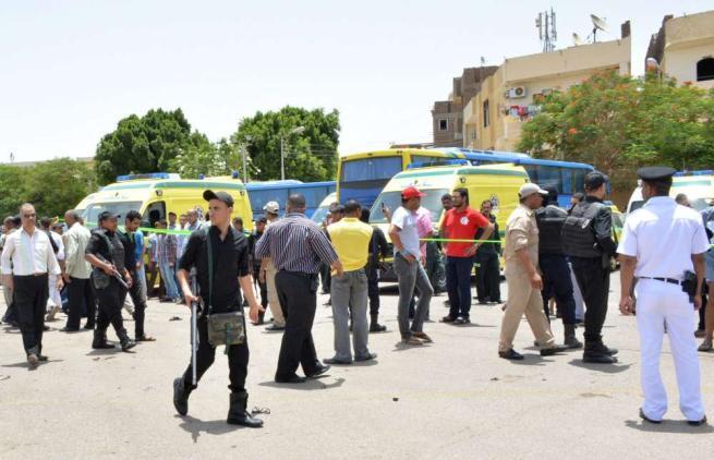 Ultime notizie di cronaca: attentato in Egitto, oltre 20 cristiani morti