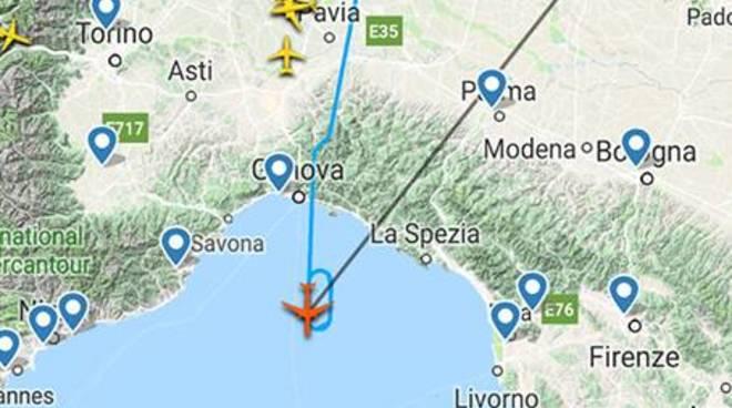 Aereo decollato da Milano ha un guasto: scaricate 80 tonnellate di carburante nel Mar Ligure