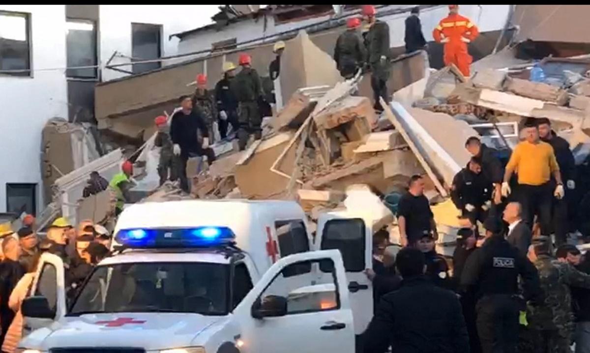 Terremoto in Albania: 18 morti e 600 feriti, ancora dispersi. Crollo di un palazzo in diretta