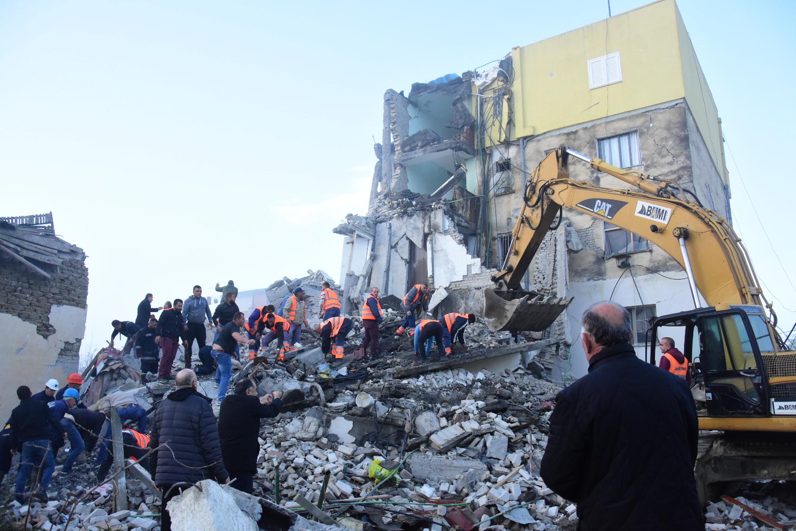 Albania, terremoto a Durazzo: le vittime diventano 24, ancora gente sepolta dalle macerie