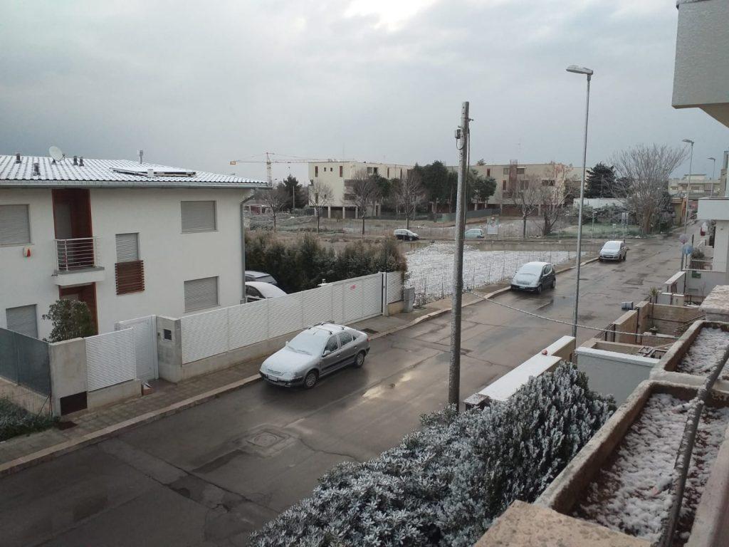 Marzo pazzo: bianco risveglio in Puglia, neve a Bari