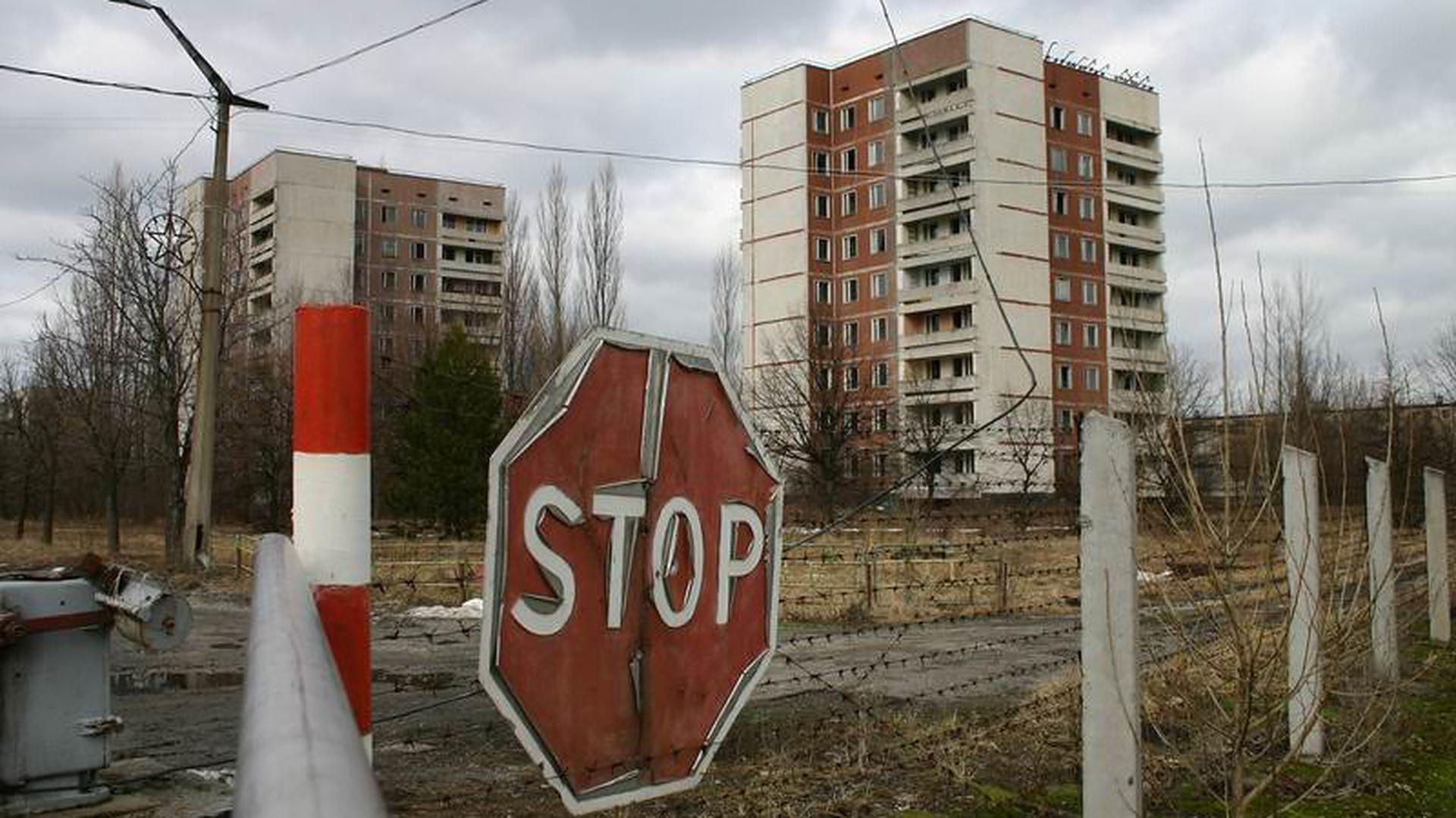 """Vasto incendio vicino a Chernobyl: """"radiazioni 16 volte superiori alla norma"""""""