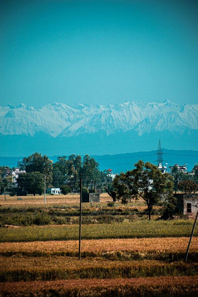 Coronavirus, tracollo dell'inquinamento in India: dopo 30 anni si vede l'Himalaya