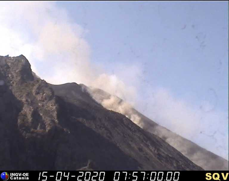 """Stromboli: si intensifica eruzione, """"blocchi incandescenti rotolano lungo la Sciara del Fuoco"""""""