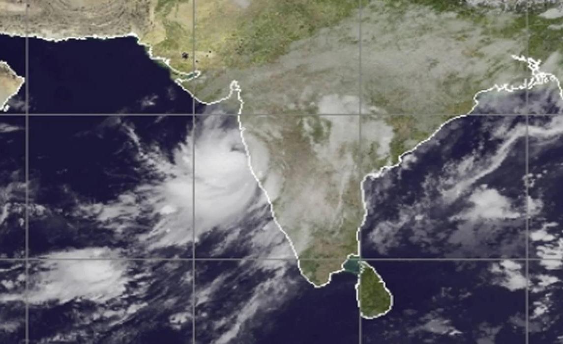 L'India si prepara al ciclone Nisarga: massima allerta a Mumbai