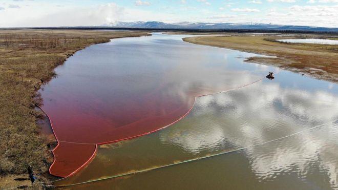 Disastro ambientale in Russia: 20 mila tonnellate di gasolio finiscono in fiume artico