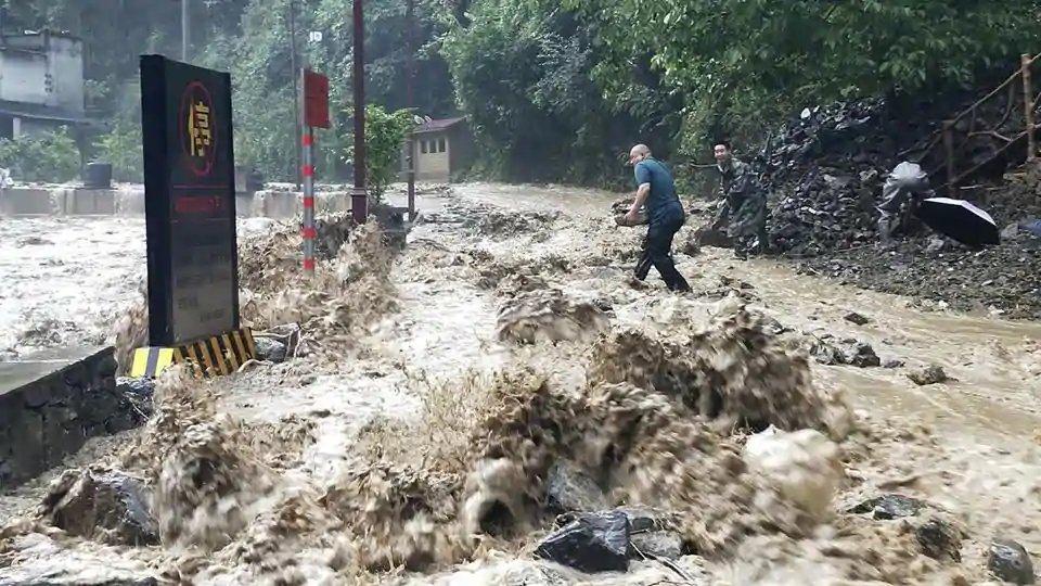 Alluvione in Cina, nella provincia di Sichuan: numerosi morti e dispersi