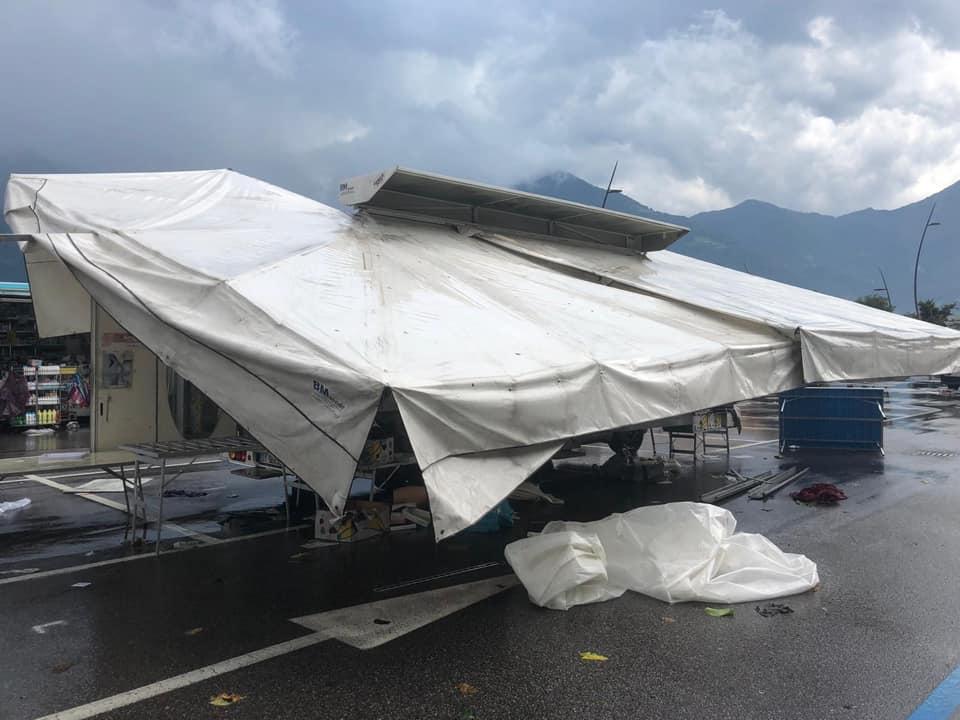 Forti temporali investono il bergamasco: danni al mercato di Lovere