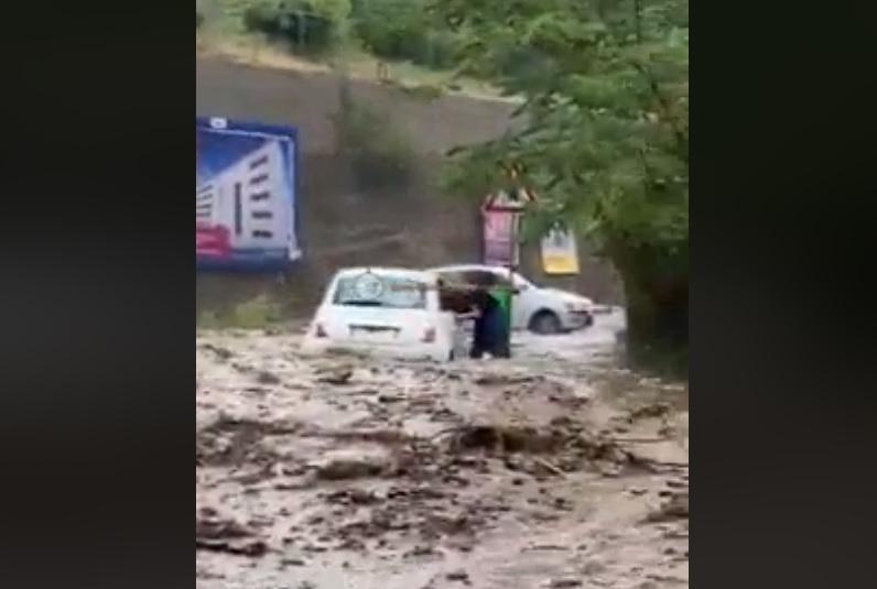 Violenti temporali in Sicilia: nubifragio colpisce Messina, frana colpisce un auto