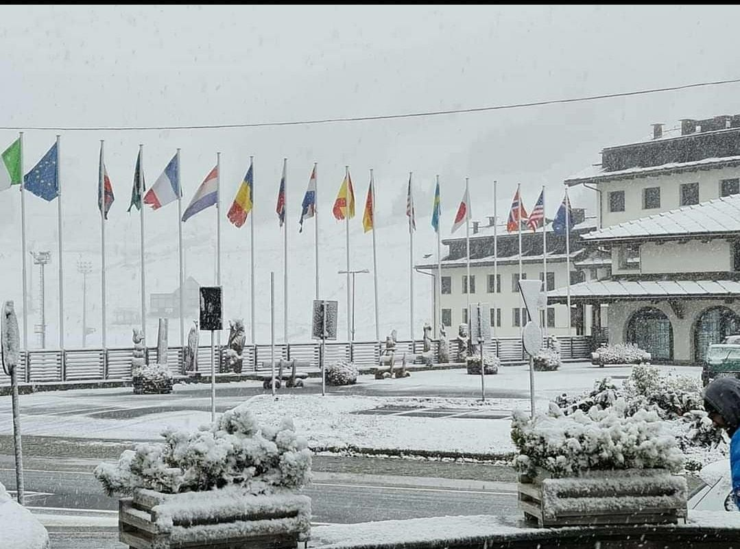Al Nord è arrivato il freddo: nevicata a Sestriere e fiocchi anche più in basso, freddo e vento a Milano