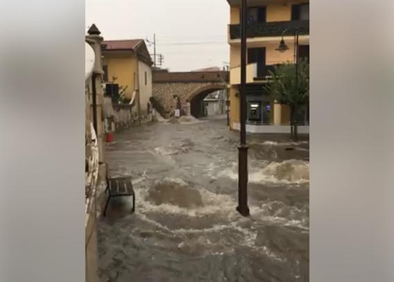 Forte maltempo in Campania: allagamenti e crolli