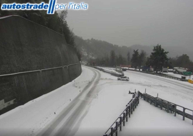 Maltempo Liguria: la neve crea disagi sull'autostrada A7