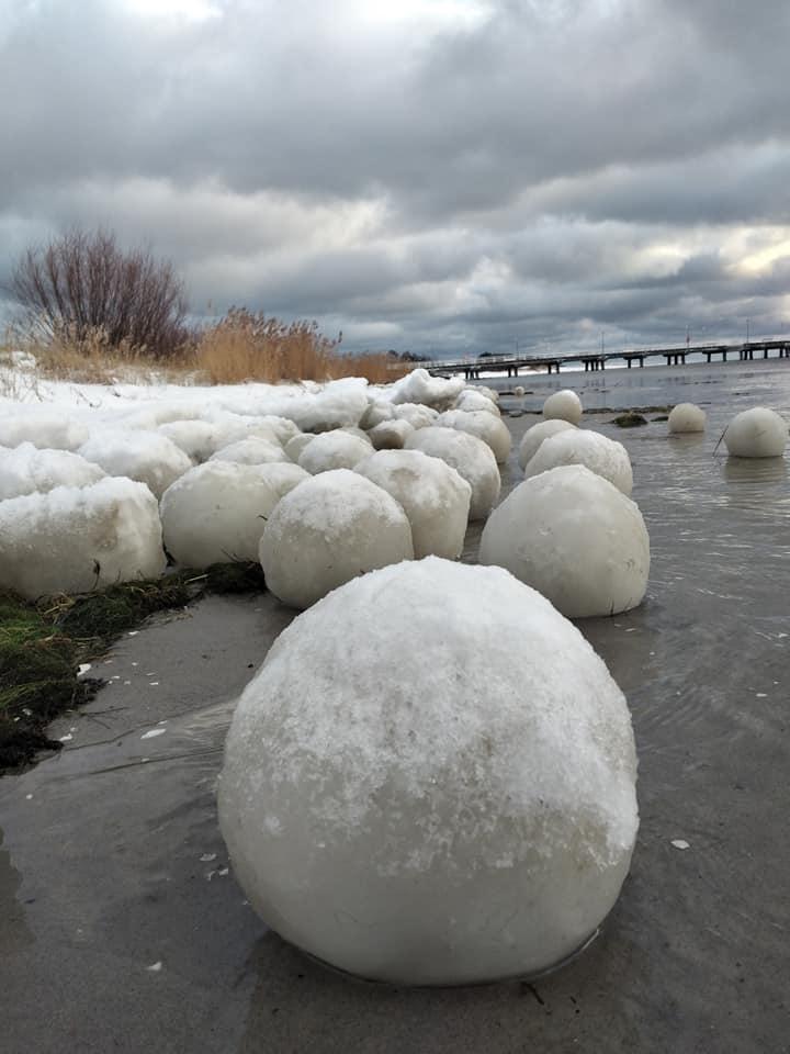 Polonia: grosse palle di ghiaccio sulla baia di Danzica, cosa sono?