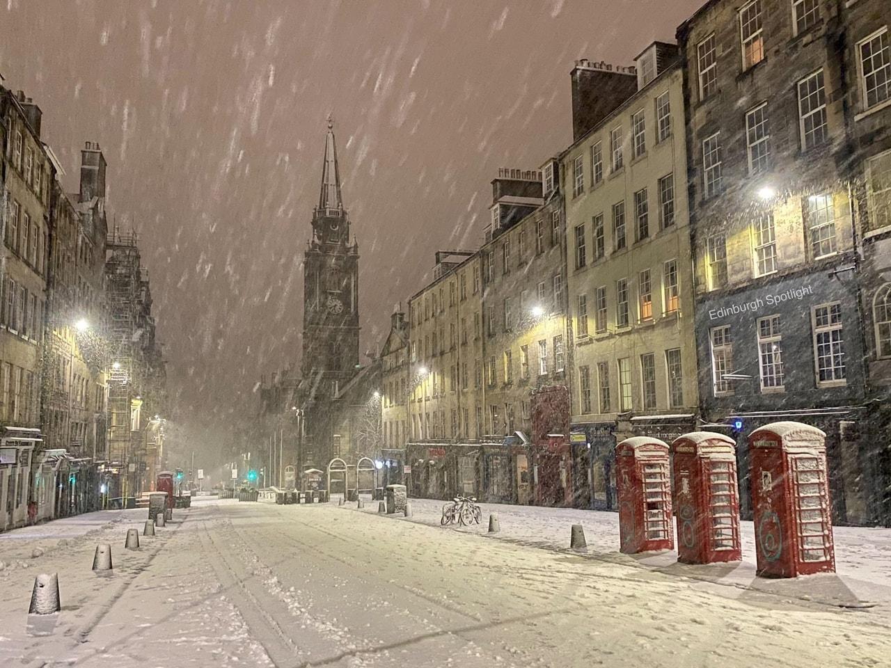 """La profonda depressione """"Christoph"""" sta colpendo la Gran Bretagna: venti oltre 100 km/h e tempeste di neve"""