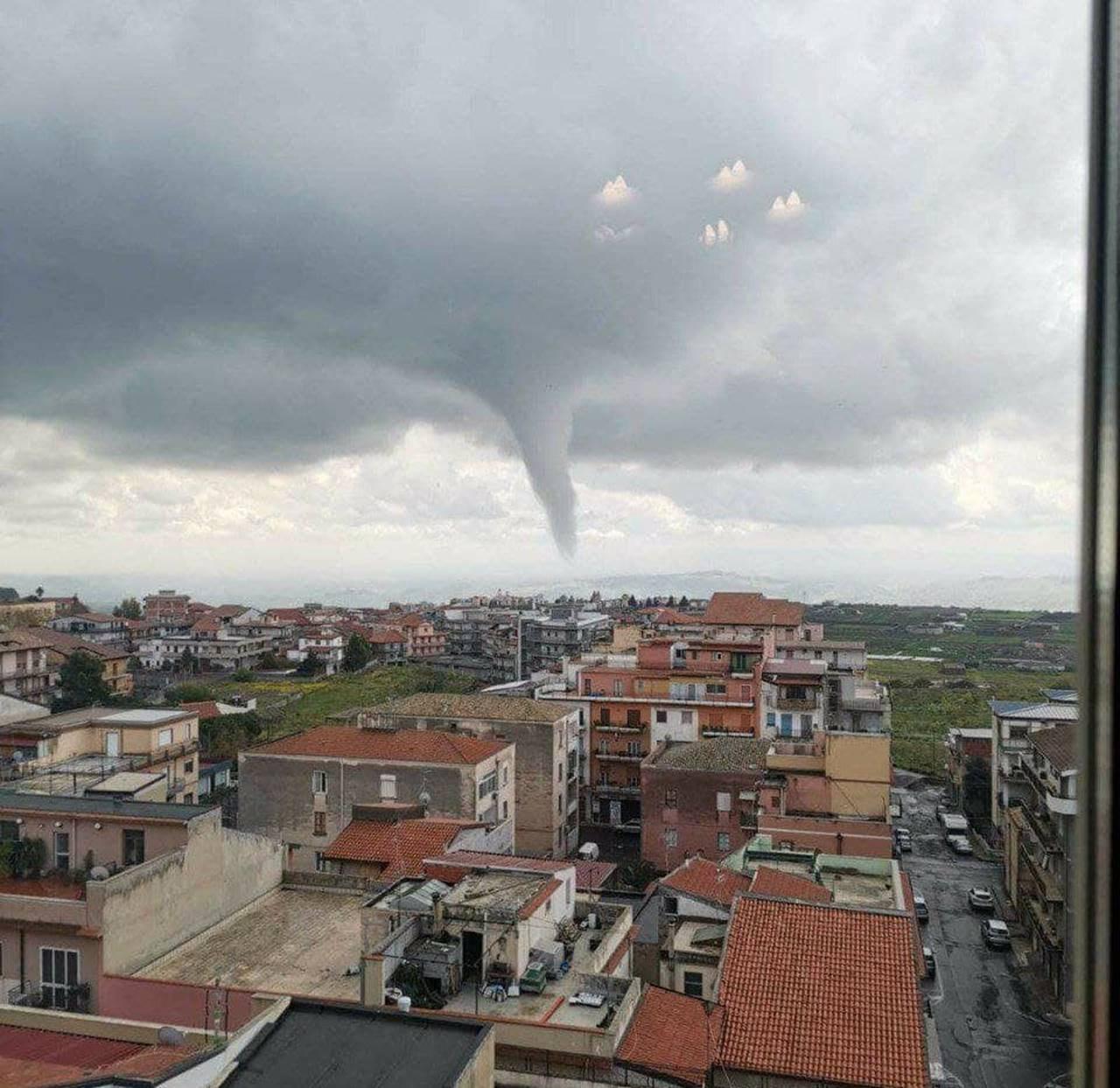 Catania: tornado ad Adrano, alle pendici dell'Etna