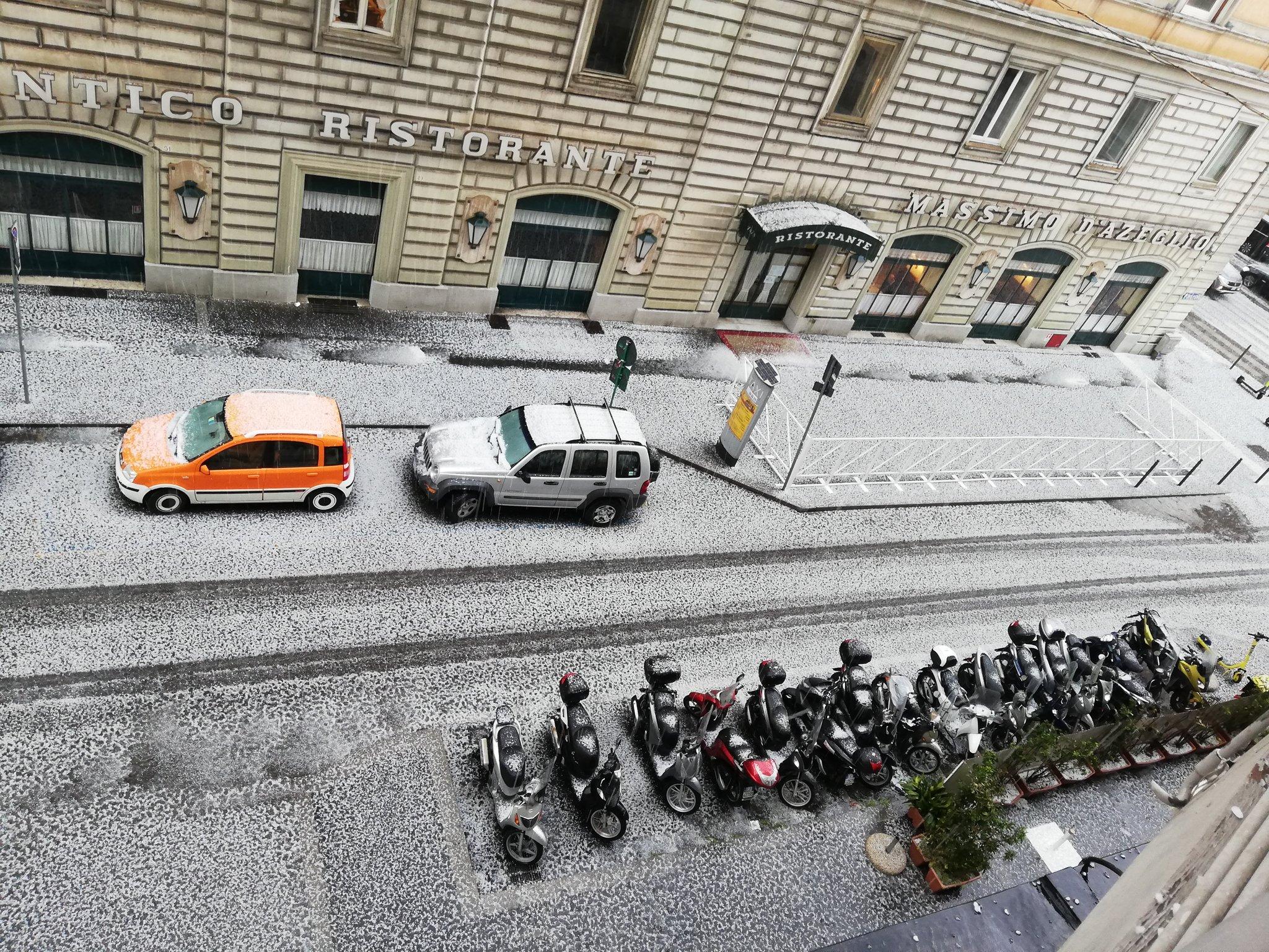 Forte temporale e grandinata su Roma: il centro della capitale imbiancato!