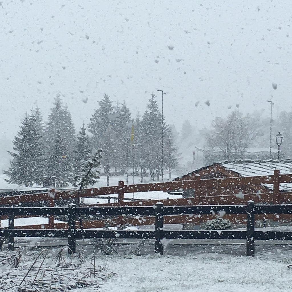 Ritorna il bianco sulle Alpi, nevicata su Cervinia