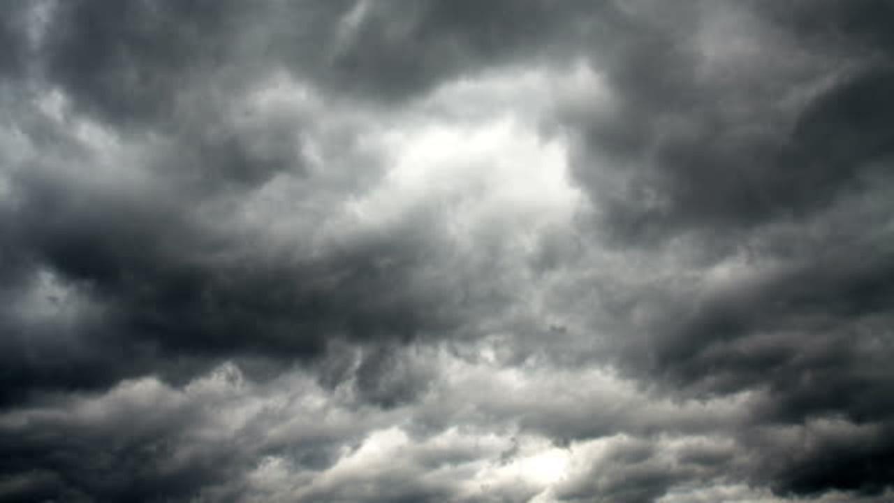 Meteo: nubi, qualche piovasco e temporali, calano le temperature oggi