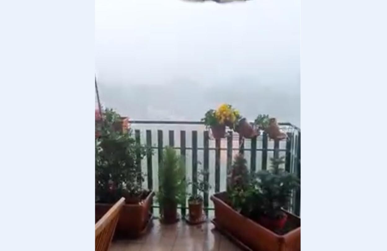 Nubifragio su Torino: strade allagate e violente raffiche di vento
