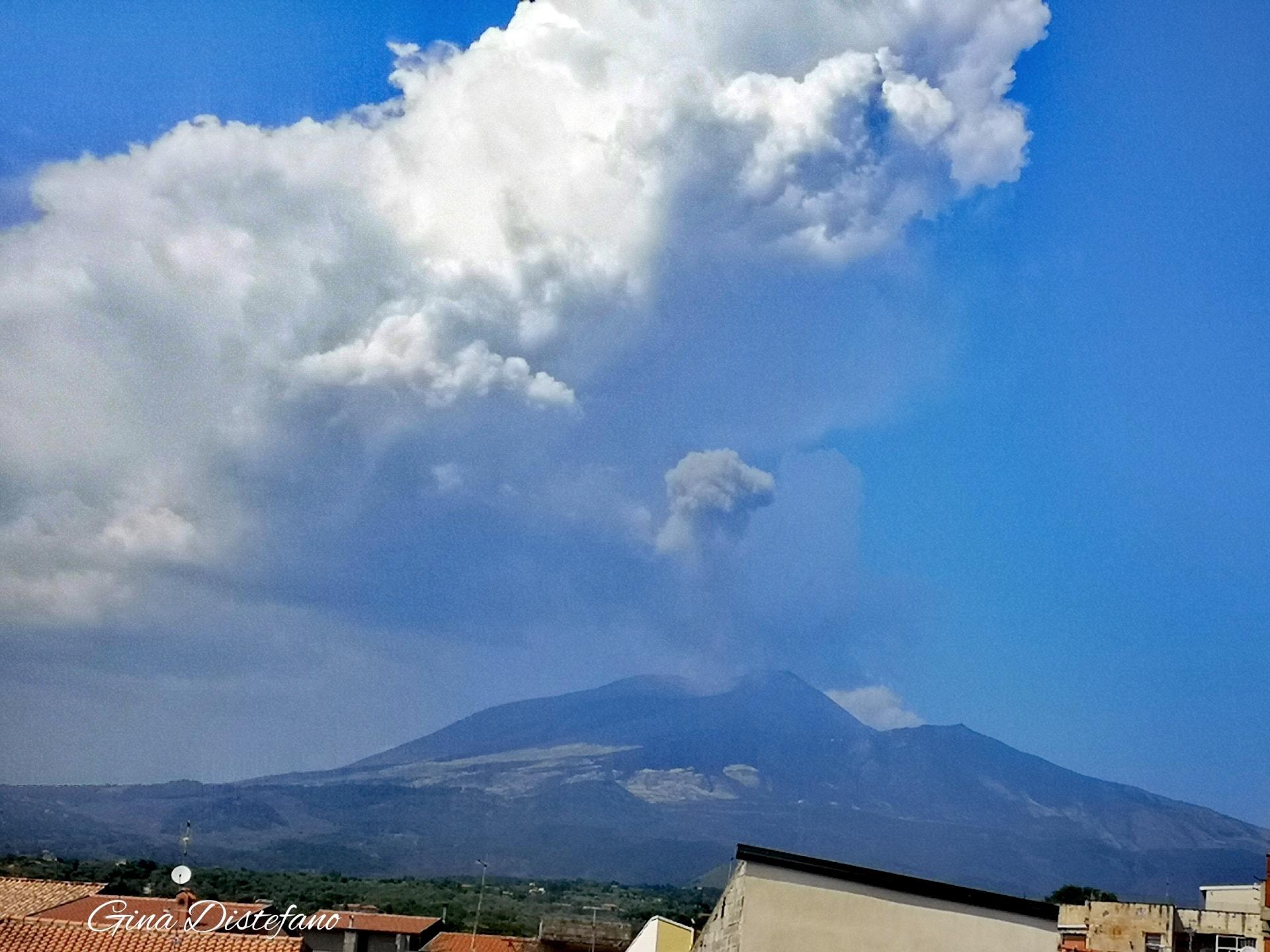 Etna: diversi forti boati, percepiti fino a Catania
