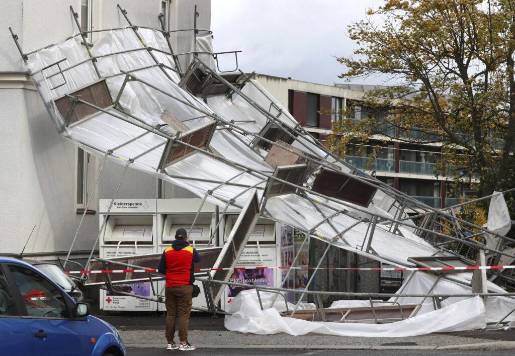 Tempesta sul centro-nord Europa: venti da uragano in Germania provocano danni e feriti