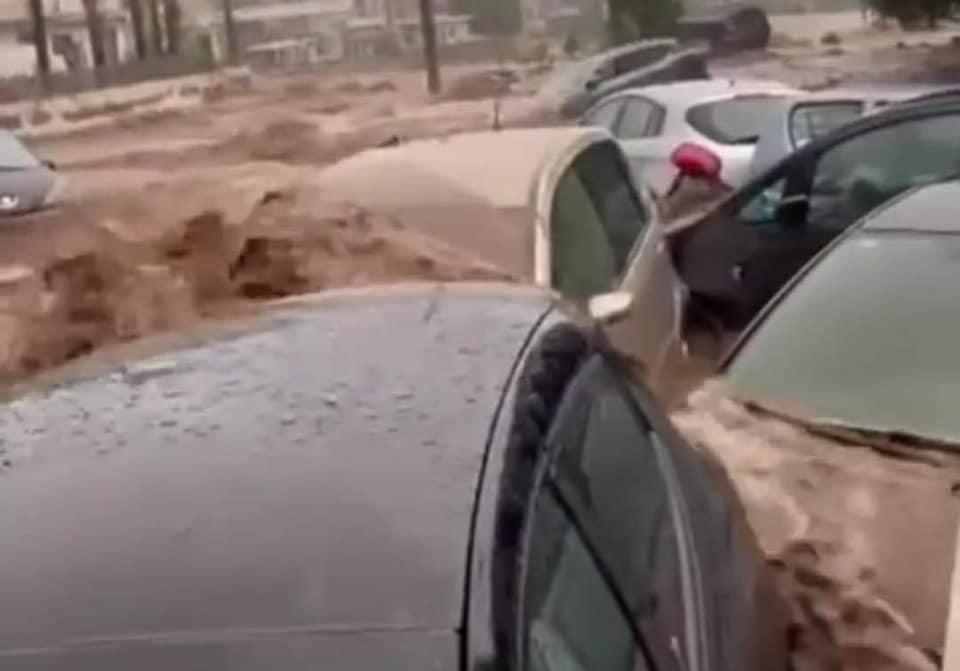 Ultim'ora: alluvione lampo nel catanese, automobili trascinate dal fango a Scordia