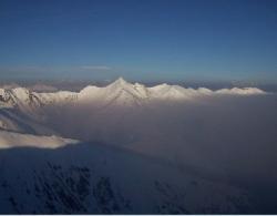Prima del Foehn:l'inversione termica invernale intrappola sul fondo della val Cavargna l'aria fredda.